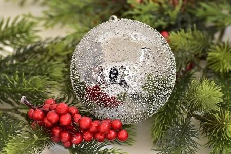 Stříbrná vánoční baňka - L