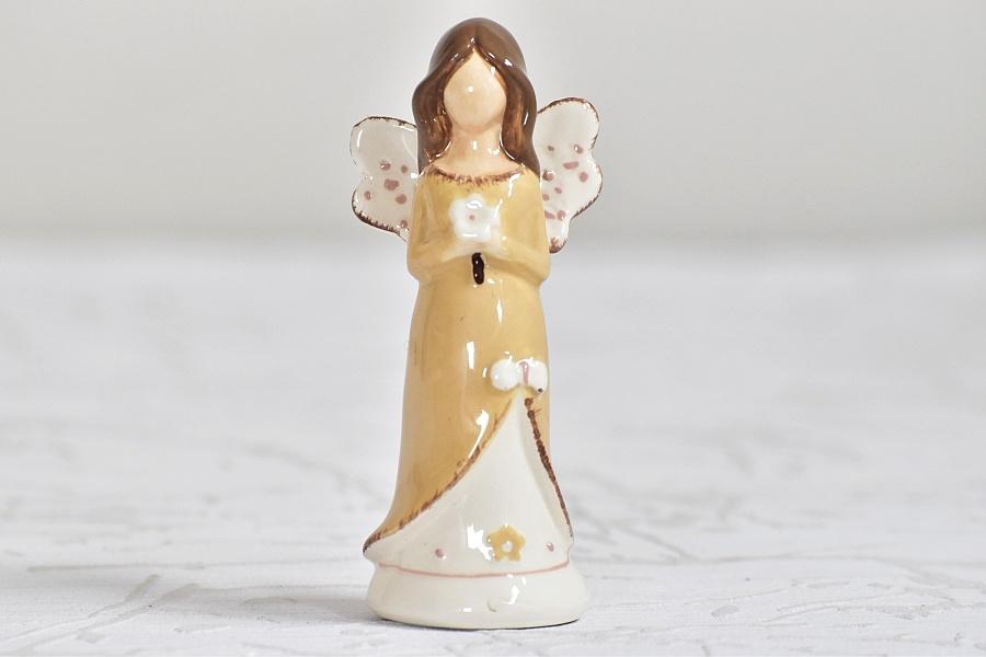 Keramický andílek hnědý 9,5 cm