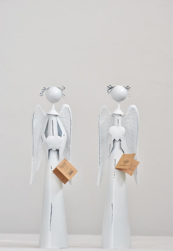Plechový anděl Atel se srdíčkem, bílý 30 cm