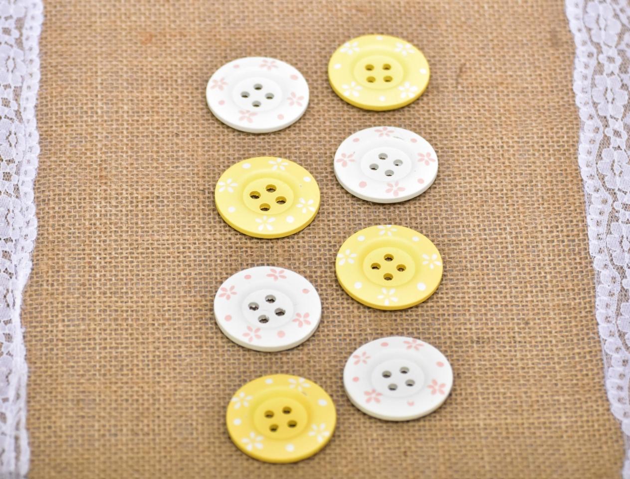 Dřevěné knoflíky žluté, bílé