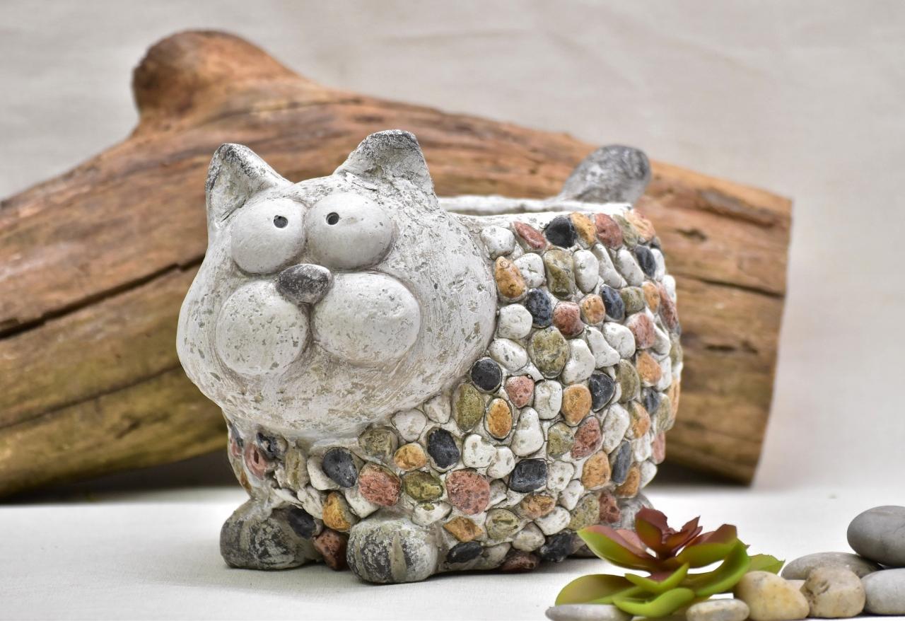 Květináč kočka Bětka 20 cm kamínky