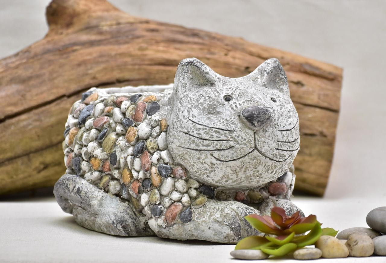 Květináč kočka Bětka kamínky 17 cm