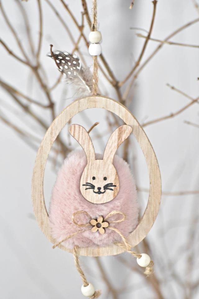Starorůžový zajíc v dřevěném vajíčku, závěs