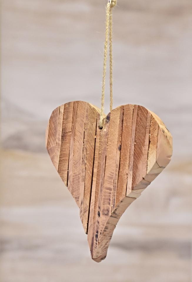 Závěsné srdce z dřívek 19x16x5 cm